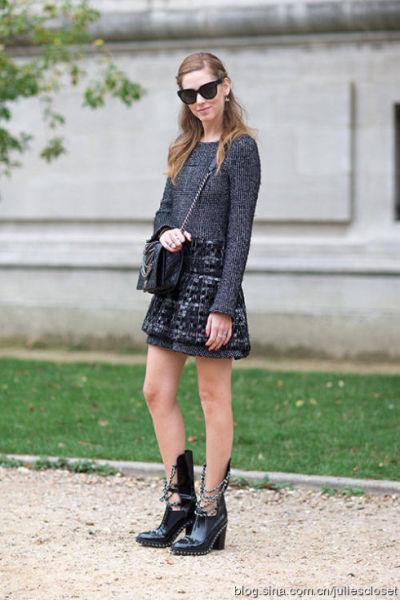 跟巴黎街拍达人学穿衣:自信和配饰很重要