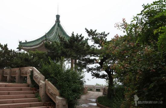 青岛海水浴场亭子