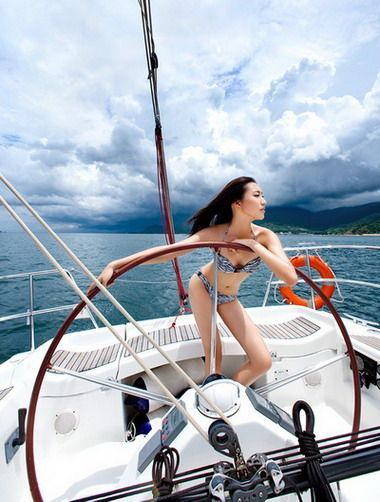 自己掌舵享受真正游艇生活
