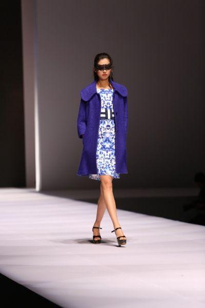 青岛国际时装周首场 时尚盛典霓羽倾城