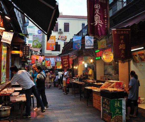 到青岛旅游必到的美食街